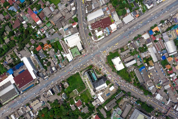 Vista dall'alto della superstrada, traffico stradale un'importante infrastruttura in tailandia