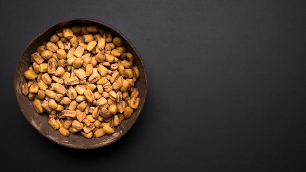 Vista dall'alto di arachidi con spazio di copia