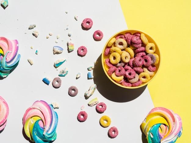 Vista dall'alto di aromi di cereali alla frutta saporiti
