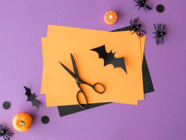 Vista dall'alto di arrangiamenti di halloween fatti a mano