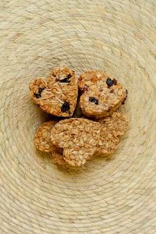 Vista dall'alto di cereali a forma di cuore