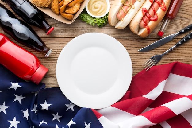 Vista dall'alto di cibo americano con spazio di copia