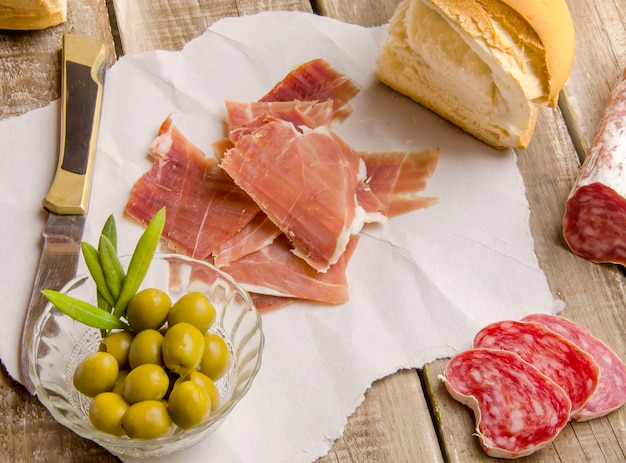 Vista dall'alto di cibo mediterraneo