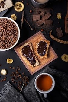 Vista dall'alto di cioccolato sul pane