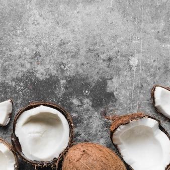 Vista dall'alto di cocco fresco con spazio di copia