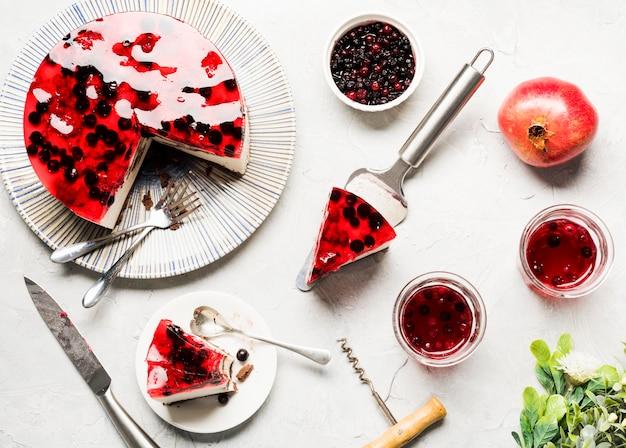 Vista dall'alto di disposizione della torta di gelatina