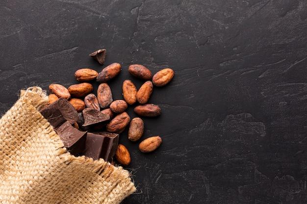 Vista dall'alto di fave di cacao