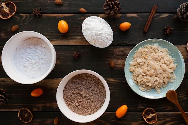Vista dall'alto di ingredienti per torte