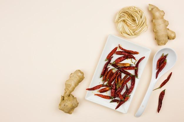 Vista dall'alto di ingredienti per una ricetta