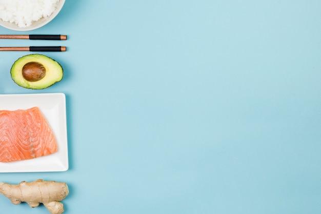 Vista dall'alto di ingredienti sushi