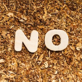Vista dall'alto di nessuna parola contro il tabacco