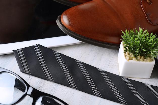 Vista dall'alto di oggetti e accessori uomo d'affari