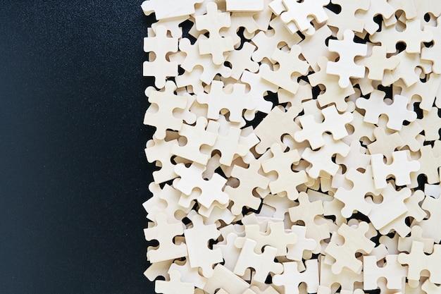 Vista dall'alto di pezzi del puzzle jigsaw