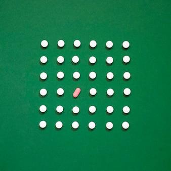 Vista dall'alto di pillole a forma di rettangolo