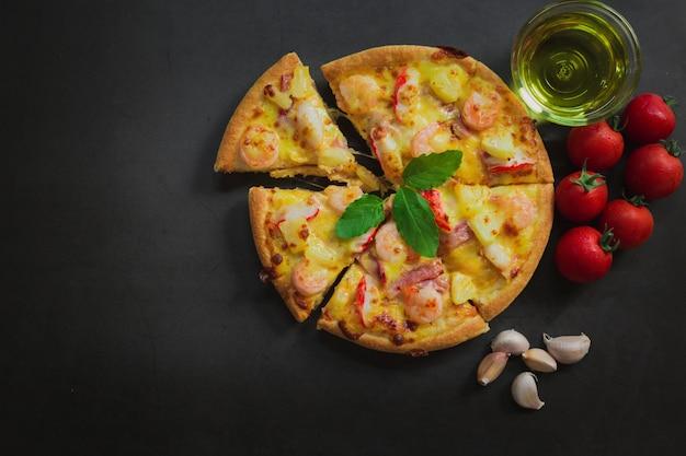 Vista dall'alto di pizza ai frutti di mare