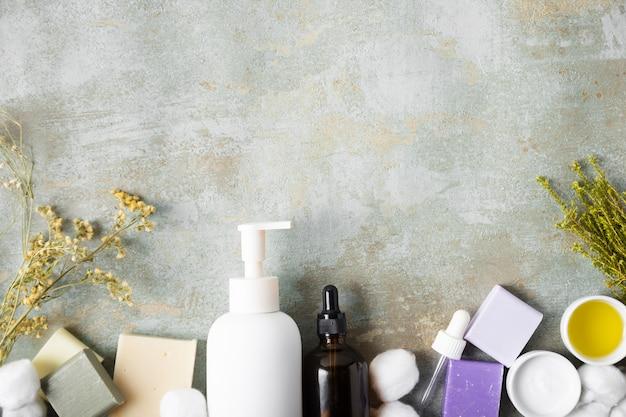 Vista dall'alto di prodotti cosmetici biologici
