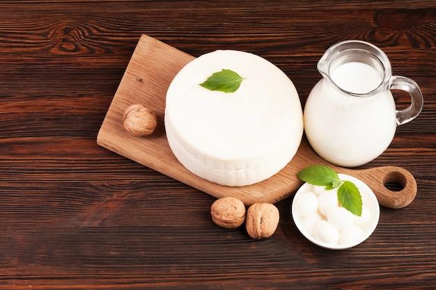 Vista dall'alto di prodotti lattiero-caseari sani freschi