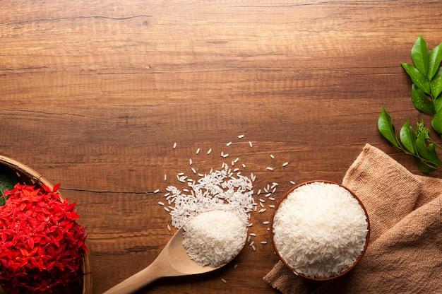 Vista dall'alto di riso al gelsomino