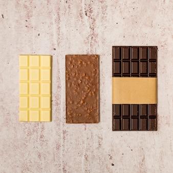 Vista dall'alto di tavolette di cioccolato