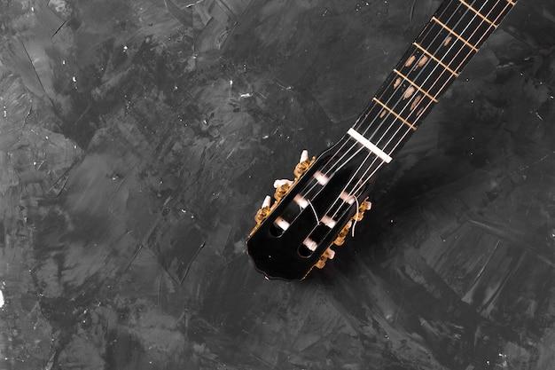 Vista dall'alto di una chitarra