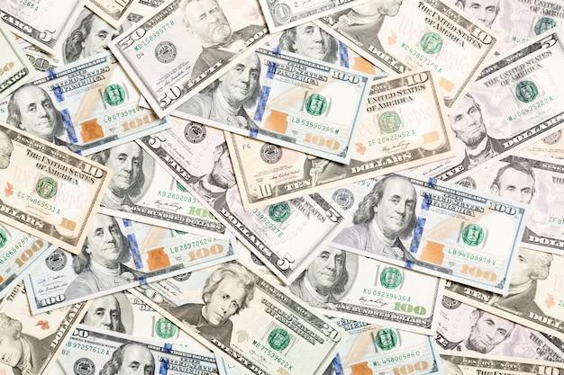 Vista dall'alto di vari dollari in contanti. banconote diverse ricchezza e concetto ricco
