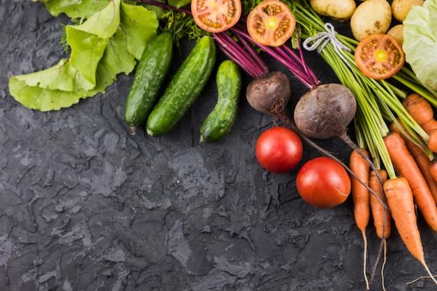 Vista dall'alto di verdure fresche con spazio di copia
