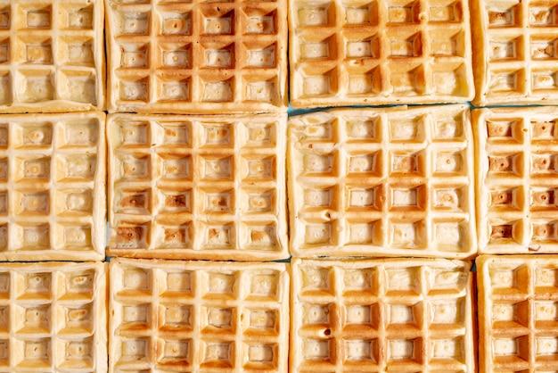 Vista dall'alto di waffle disposti con motivo