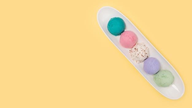 Vista dall'alto diversi tipi di gelato
