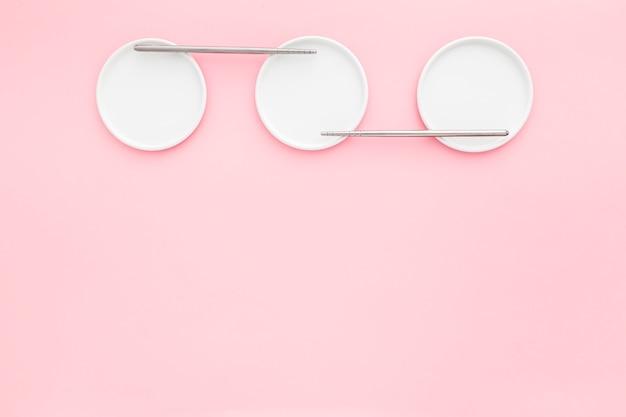 Vista dall'alto eleganti piatti con spazio di copia