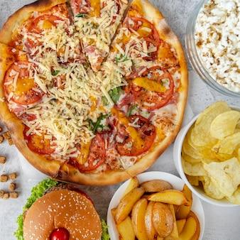 Vista dall'alto fast food sul tavolo
