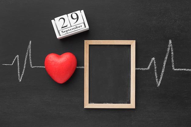 Vista dall'alto giornata mondiale del cuore con cornice