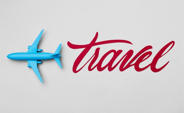 Vista dall'alto giornata mondiale del turismo con scritte