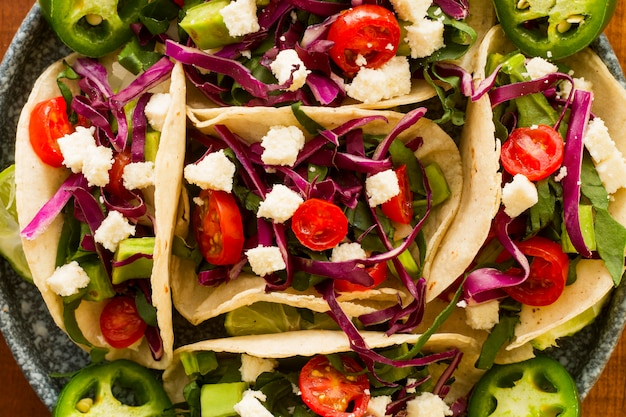 Vista dall'alto gustosa disposizione tacos