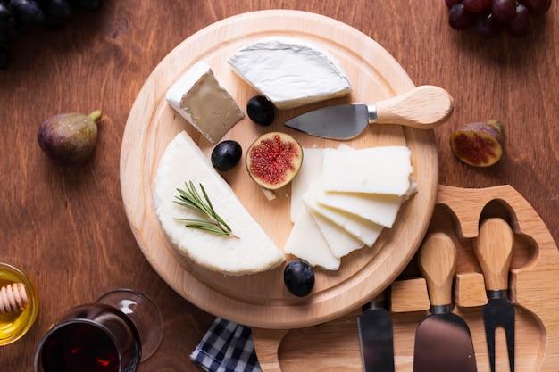 Vista dall'alto gustosi snack su un tavolo