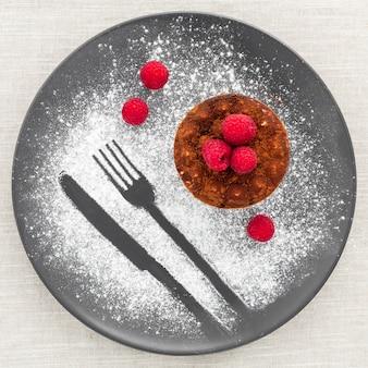 Vista dall'alto gustoso dessert pronto per essere servito