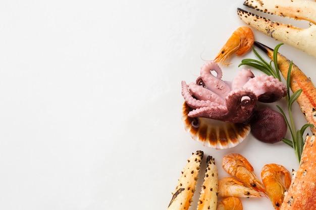 Vista dall'alto mix di frutti di mare freschi sul tavolo