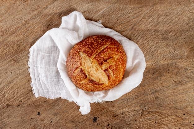 Vista dall'alto pane cotto sul panno