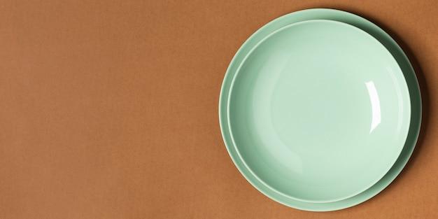 Vista dall'alto pila di piatti disposizione con copia spazio