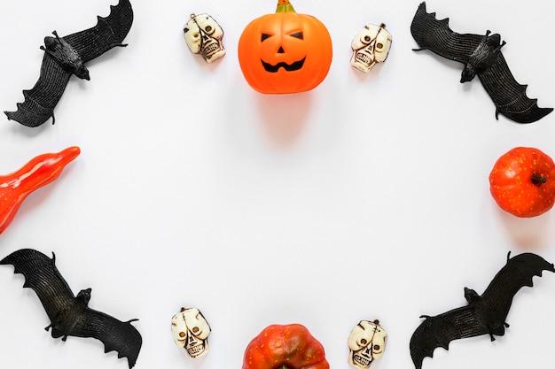 Vista dall'alto raccapricciante elementi di halloween con copia spazio