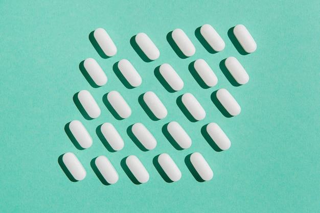 Vista dall'alto raccolta di medicina sul tavolo