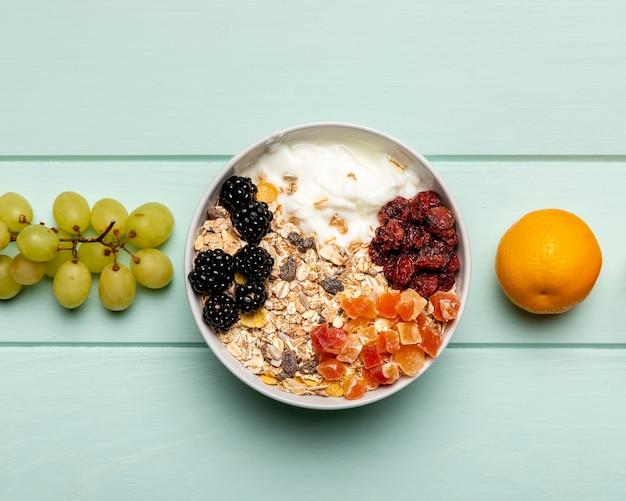 Vista dall'alto sana colazione sul tavolo
