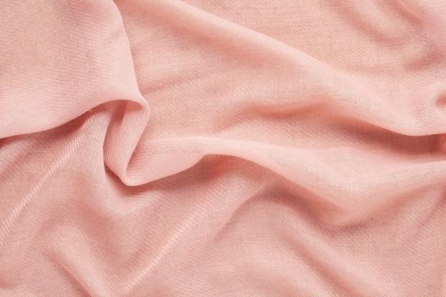 Vista dall'alto sulla morbida trama tessile di lana rosa