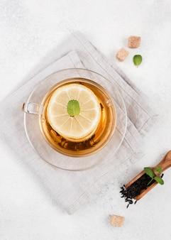 Vista dall'alto tè al limone