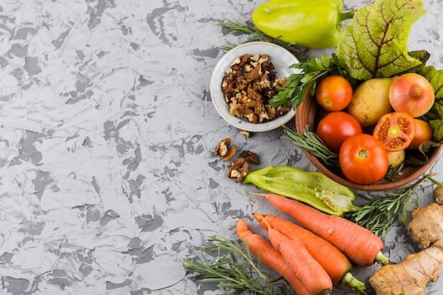 Vista dall'alto varietà di verdure con spazio di copia