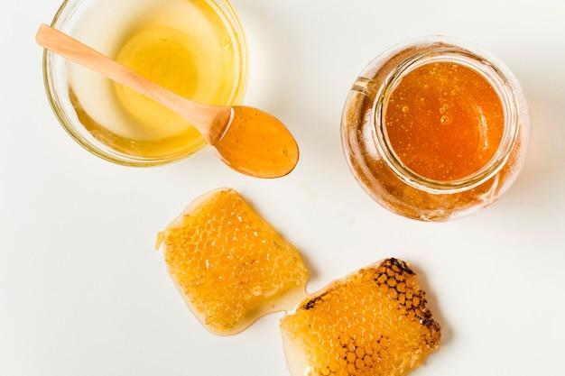 Vista dall'alto vasetti di miele