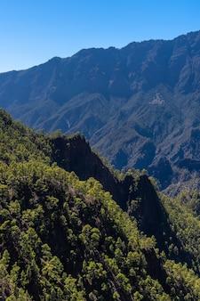 Vista dalla cima del trekking di la cumbrecita accanto alla caldera de taburiente, isola di la palma, isole canarie, spagna
