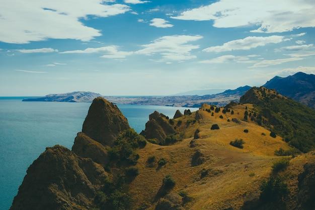 Vista dalla montagna al mare