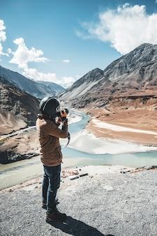 Vista dei fiumi indo e zanskar in leh ladakh, india