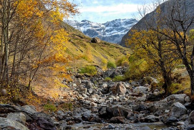 Vista del circo di troumouse nelle montagne dei pirenei