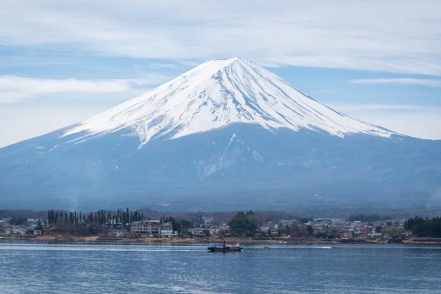 Vista del lanscape fuji con un lago kawaguchiko